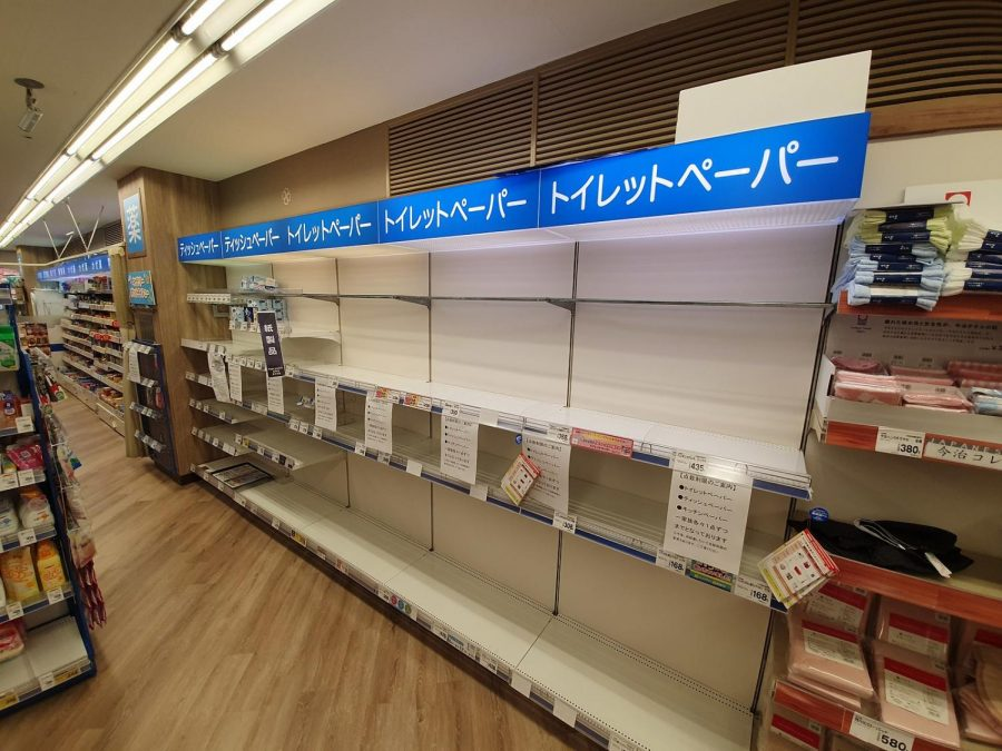 1600px-Shelves_usually_selling_toilet_paper_and_tissues_are_empty,_due_to_Coronavirus_panic_buying_2