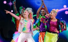 Navigation to Story: Why Jojo Siwa's Coming Out is So Significant